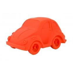 Carlito, el coche naranja mordedor de caucho