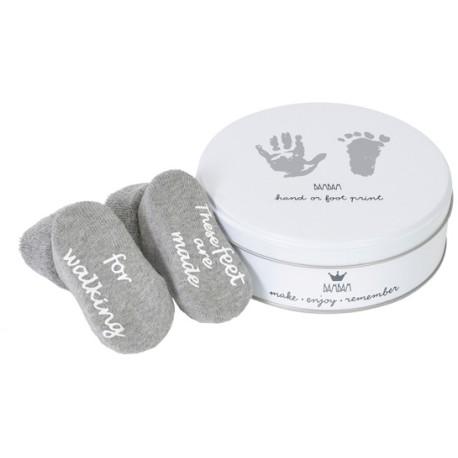 Cajita para guardar la huella de mano o pie + calcetines grises 'dancing feet!'