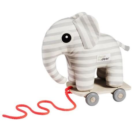 Elphee, el elefante gris de arrastre