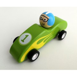 Mini coche de carreras de madera verde